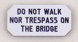 Bild von Do not walk nor trespass on the bridge